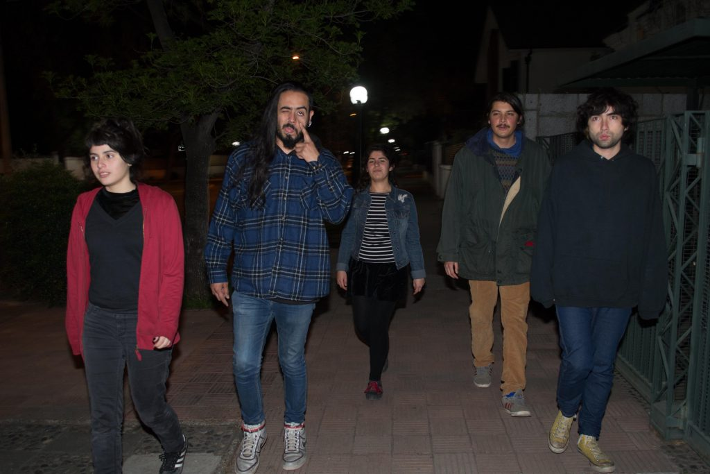 LOS CINCO PARACAÍDAS. Te conocí en un verano andando en Viña del Marx.