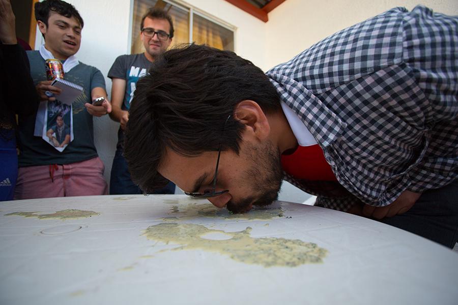 Se nos ocurrió que si chupaban la leche de marihuana de la mesa ganaban más puntos. Ahí sumaron puntaje los Drojos.